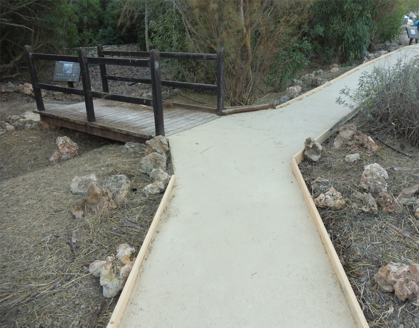 Execution of Territory Pavements of the Villa María Park (Almería)