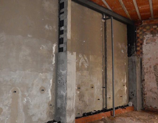 Refuerzo estructural de pilares e impermeabilización de muro de contención en Arjona